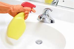 Disinfectant spray wipes home disinfection cleanipedia for Bathroom cleaning procedure