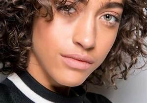 Coiffure Cheveux Courts Bouclés : photos de coiffures aux paules cheveux courts 2019 ~ Melissatoandfro.com Idées de Décoration