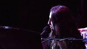 Sara Bareilles gives impromptu performance in Cleveland ...