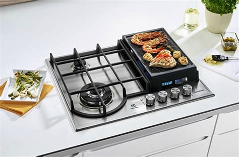 cuisiner avec l induction la plancha s incruste sur la table de cuisson gaz