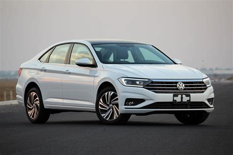 volkswagen jetta  lo manejamos en su version highline