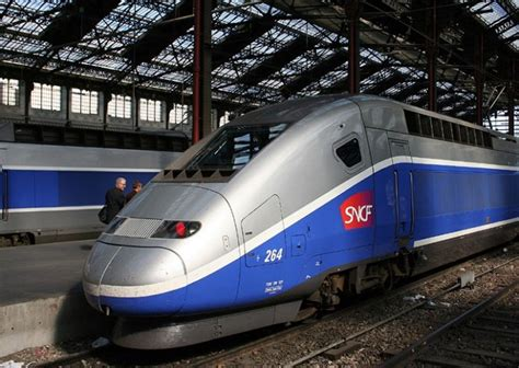 France Aims To Transport Passengers On Driverless High