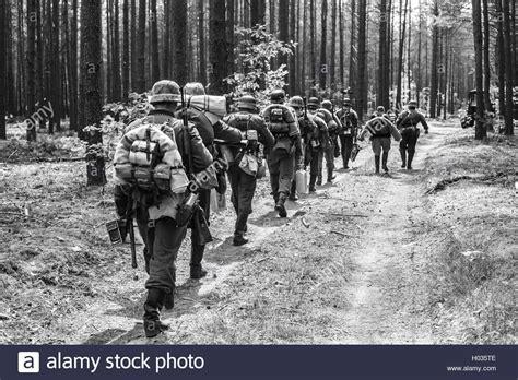 unidentified  enactors vestita  la ii guerra