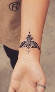 Tatouage Femme Poignet : les 95 meilleures images du tableau tatouage au poignet ~ Melissatoandfro.com Idées de Décoration