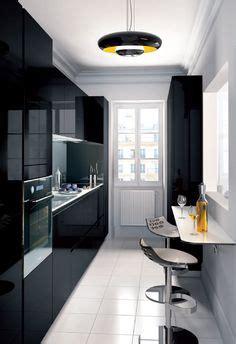 cuisine etroite la cuisine adopte la couleur blanche cuisine déco et
