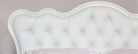 chambre à coucher bois massif une tête de lit pour faire de doux rêves quot ma