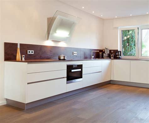 U-form Moderne Grifflose Küche Mit Keramik Arbeitsplatte