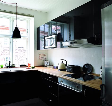 high gloss paint kitchen cabinets adgang forbudt for blomstrede tapeter boligmagasinet dk 7049