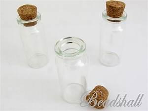 Glasflaschen Mit Korken : die besten 25 glasflaschen mit korken ideen auf pinterest beleuchtete tafelaufs tze glitter ~ Orissabook.com Haus und Dekorationen