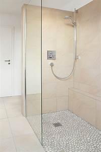 Kleines Bad Dusche : kleines bad mit dachschr ge planungswelten ~ Markanthonyermac.com Haus und Dekorationen
