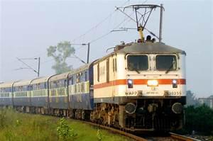 File:WAP-7 class electric locomotive of Indian Railways ...