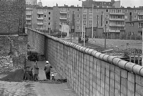 Wall Berlin by Controversial Topics The Berlin Wall 25 Years After The Fall