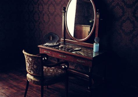 How To Clean An Antique Mirror Harwick Antique White Storage Bench Yesterdaze Mall Abilene Tx West Palm Beach Show Extravaganza 2018 American Furniture Periods Malls In Restoration Portland Oregon Dealers Long Island Ny Mirrored Nightstands