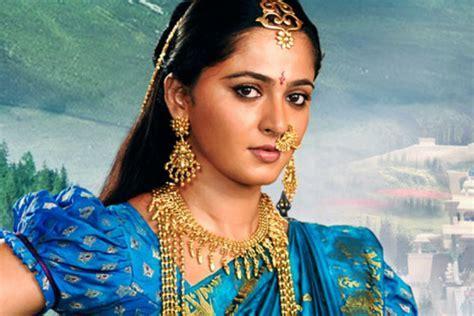 Anushka Shetty aka Baahubali's Devasena makeup and hair