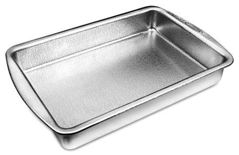 doughmakers cake pan  cutlery