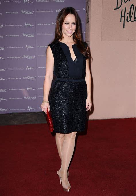 foto de Jennifer Love Hewitt Leggy in Black Dress at Women in