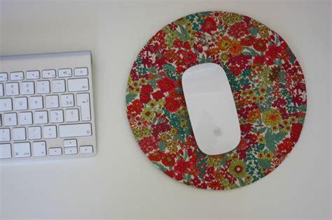 comment fabriquer un tapis de souris diy tapis souris liberty il vous faut 23cm 23cm carabistouilles