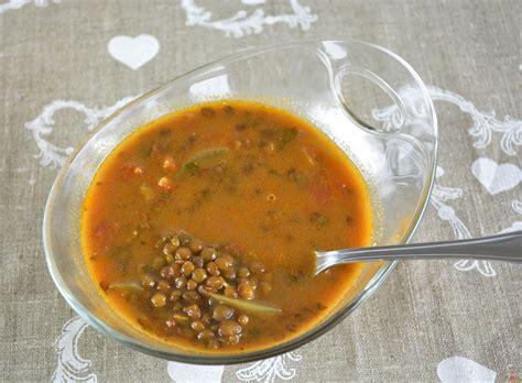 cuisiner des tomates vertes soupe de lentilles à la tomate lolibox recettes de cuisine