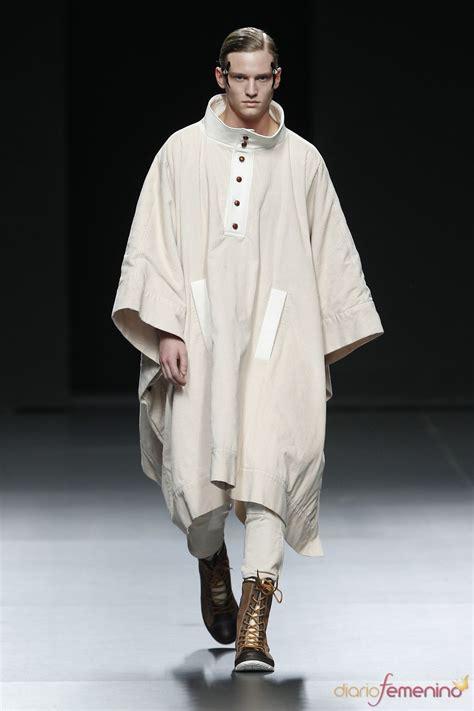 la t 250 nica es una prenda de vestir lia y larga con mangas que cubre desde el cuello hasta