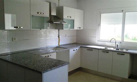 vitrine murale cuisine cuisine blanc meubles et décoration tunisie