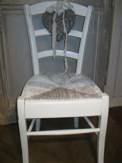 customiser chaise en bois chaise patinée il était 3 fois rien