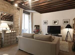 decoration d39un salon poutres apparentes jonc de mer au With tapis jonc de mer avec salon canapé moderne
