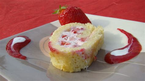 dessert au fraise facile roul 233 fraises et coco le flo des saveurs