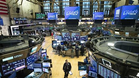 exchange nyse floor york trading coronavirus market temporarily close due traders covid street markets futures move electronic fed july closing
