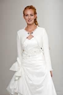 brautkleid jacke trachten strickjacke für das dirndl und kleid für hochzeit oder andere feste