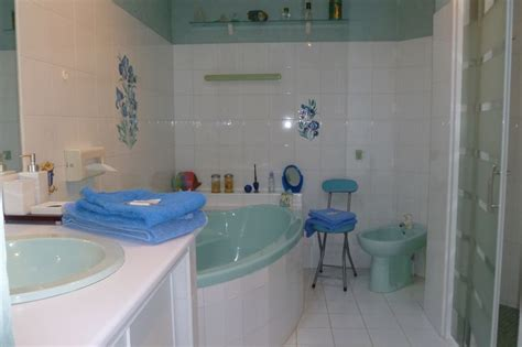 salle de bain romantique les cathelinettes accommodation lodging dining goint out touraine loire valley