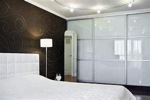 Armoire Murale Chambre : l 39 armoire avec porte coulissante pour la chambre a ~ Melissatoandfro.com Idées de Décoration
