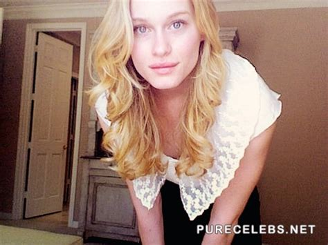 Leven Rambin Sexy Pokies And Cleavage Selfie Photos