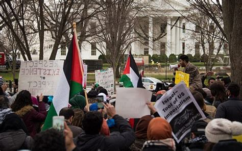 white house protest muslims pray outside white house to protest