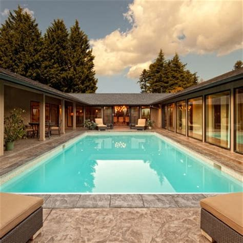 dream     shaped ranch house pool