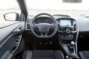 Ford Focus Rs 2018 : ford focus rs vs honda civic type r vs volkswagen golf r ~ Melissatoandfro.com Idées de Décoration