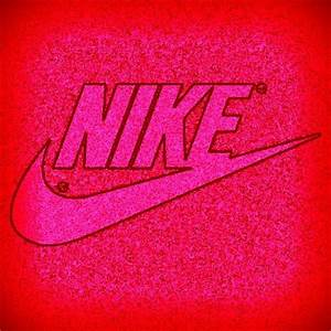 Pink Nike logo иιкє ️