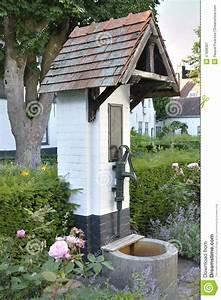 Hand Wasserpumpe Garten : wasserpumpe in einem garten stockfoto bild 47898301 ~ Frokenaadalensverden.com Haus und Dekorationen