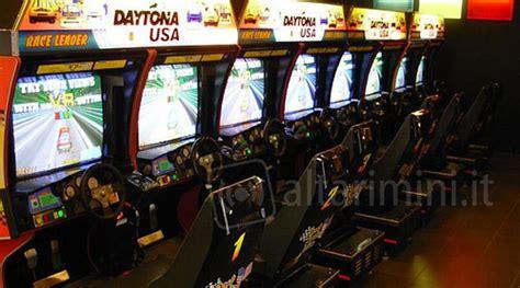 Cabinati Sala Giochi Nella Sala Giochi Di Bellaria Sigilli Ad Due Videogiochi