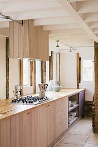 Meuble Plaque Cuisson : la cuisine bois brut adopte un look design moderne ~ Teatrodelosmanantiales.com Idées de Décoration