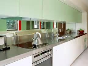 Deko Idee Küche : originelle deko idee h ngen sie einen spiegel im k chenbereich ~ Markanthonyermac.com Haus und Dekorationen