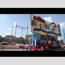 """Circus Krone Sommerprogramm """"celebration""""  Aufbau Des Zirkuszeltes Am 28032011 In München"""