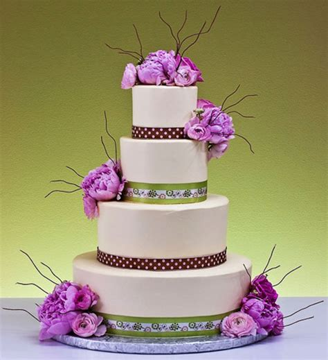 Cakes Decorated With Fresh Flowers by Stunning Floral Wedding Cakes