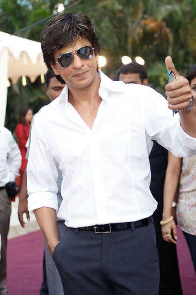 celebrity gossip shahrukh khan dressing style