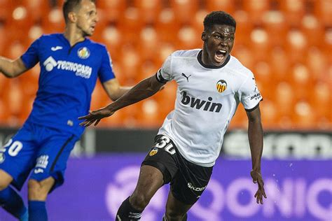 Valencia starlet Yunus Musah happy to become youngest ...