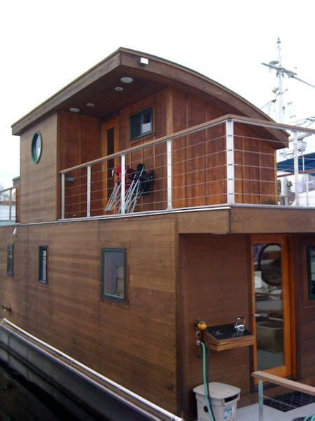 Small Pontoon Boat Ottawa by Best 25 Small Houseboats Ideas On Used