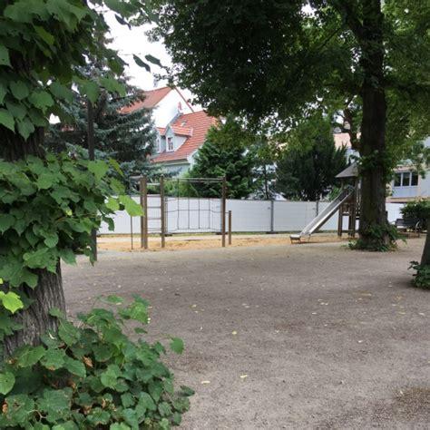 Bild 1 Zum Spielplatz Haltestelle Brühler Garten In Erfurt