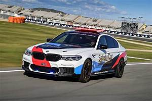 Pack Safety Bmw : bmw m5 motogp safety car packs 600hp geeky gadgets ~ Gottalentnigeria.com Avis de Voitures