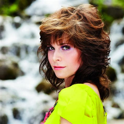 80s Hairstyles For Medium Hair by 1980s Hairstyle With The Hair Feathered To The Back