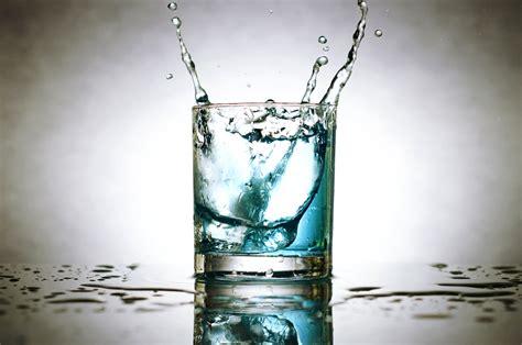 bureau verre but image libre cubes de glace les éclaboussures d 39 eau le