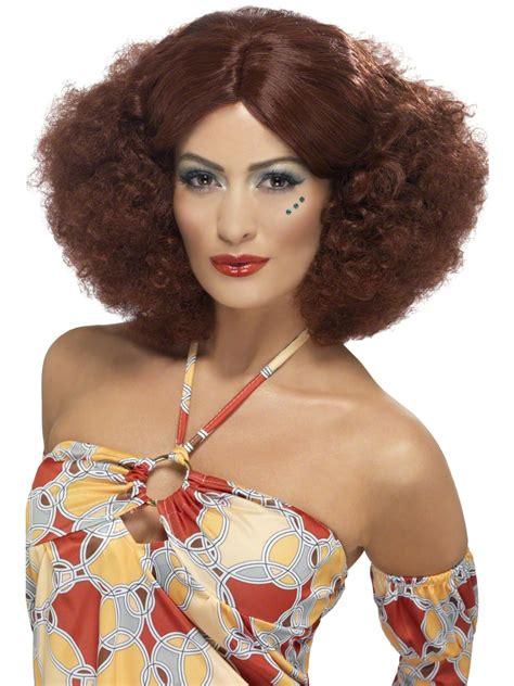 perruque afro des annees  avec separation mediane